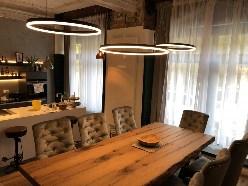 Das Esszimmer als Ausgangspunkt der Lichtplanung. Verschiedene Beleuchtungskonzepte für gesellige Stunden.