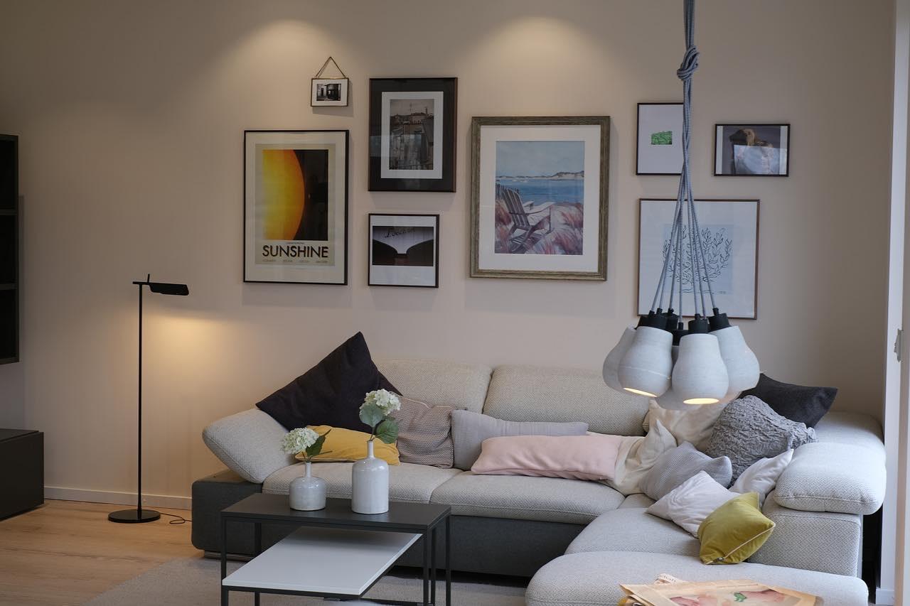 Wohnzimmerbeleuchtungen mit zwei Lichtinseln