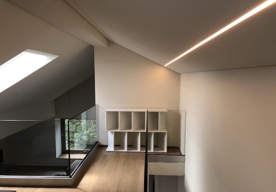 Dachstuhl LED Linienbeleuchtung